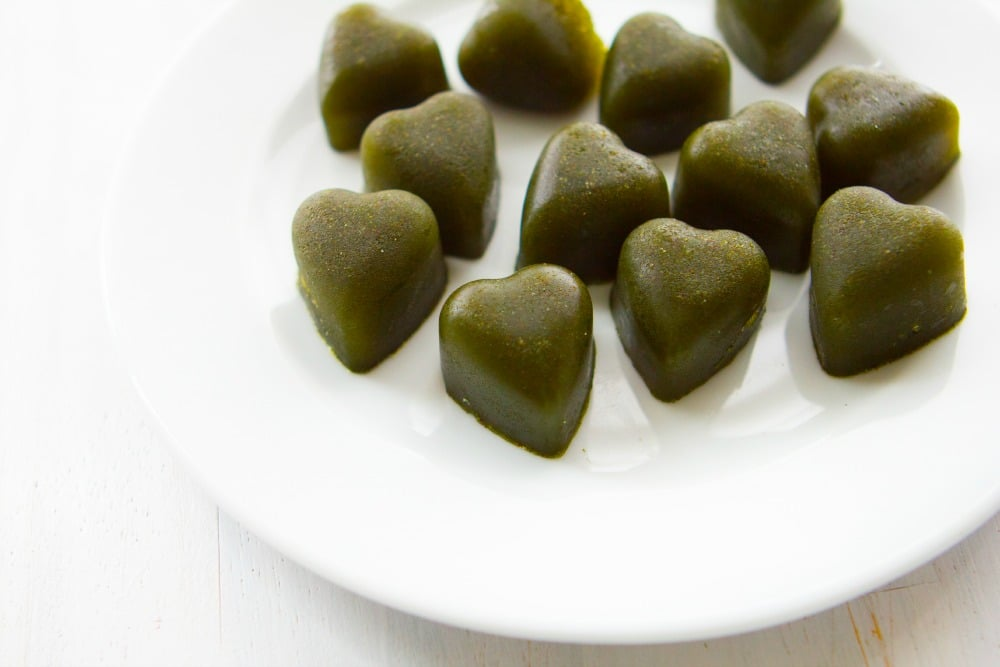 DIY Supergreens Gummies. Get all your leafy greens in easy-to-make, yummy gummies!