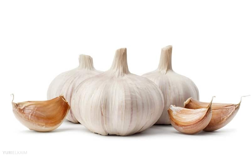 7 Anti-Aging Foods Everyone Over 40 Should Eat - Garlic