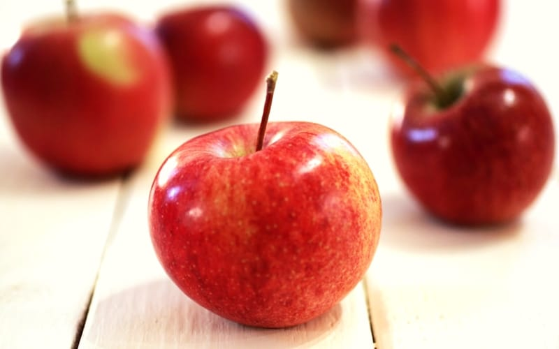 6 Organic Foods You Should Never Buy in Conventional Form - Apples