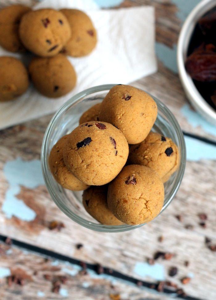 pumpkin-pie-protein-no-bake-bites-via-hummusapien