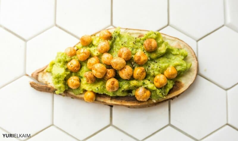 sweet-potato-toast-with-guacamole-and-roasted-chickpeas