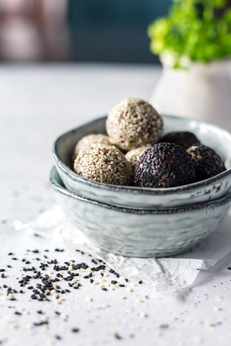 Protein Energy Balls (Chocolate Tahini)