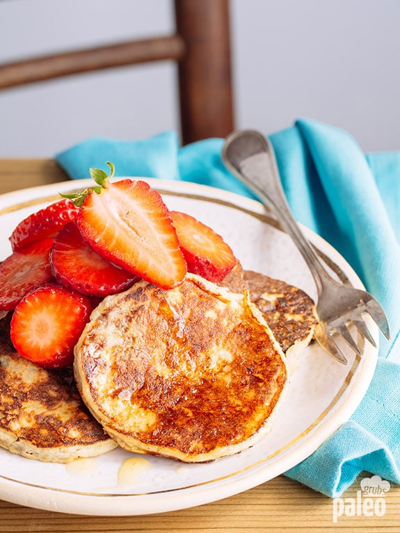 Simple Paleo Banana Pancakes via Paleo Grubs
